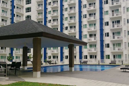 SM Condo w/ BALCONY, Wi-Fi and POOL - Appartement