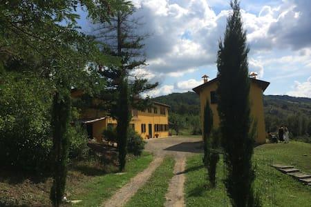 Hilltop Villa Hideaway with Pool - Hus