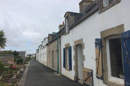 Maison bigoudène typique au port - Ev