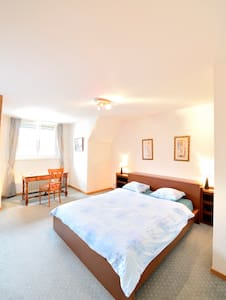 Les Gourmandises, chambre familiale - Bed & Breakfast