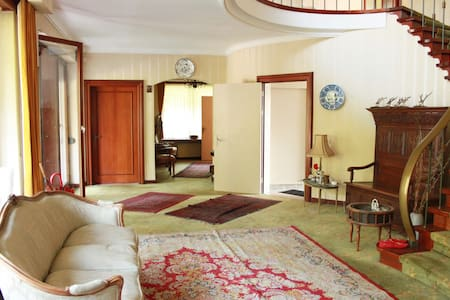 Rooms At Villa -Breda Int'l Airport - Rucphen - Casa de campo