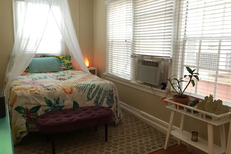 Quaint & Clean 1 Bedroom Apartment