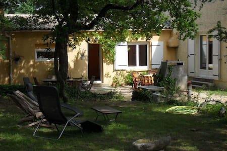 Chambres d'hôtes au calme - Dům