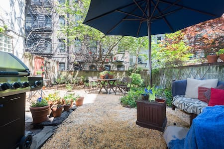 A beautifully spacious private garden more than doubling the size of an inviting & eclectic east village studio, itself 425 sq. ft. Well designed & equipped with Lrg HD TV, WIFI, cable, Bose stereo, Queen Tempur-pedic & Nespresso machine w/capsules.
