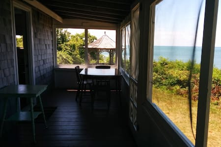 2BR PRIVATE BEACHFRONT Simple Cottage on beach - Brewster - House