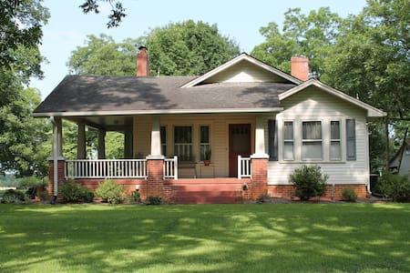 Quaint country home near Clemson - Huis