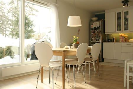 Cozy room in green, quiet area - Casa a schiera
