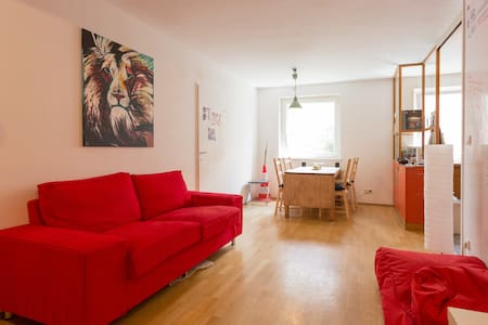 Feel-Good Apartment in Outstanding Location. - Daire