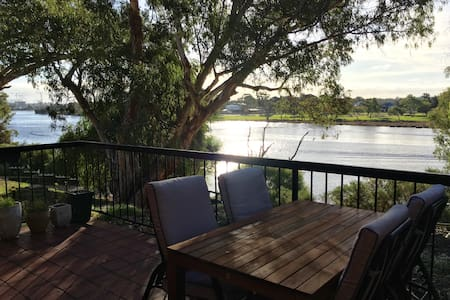 2 bedroom riverfront apartment - Rivervale - Flat