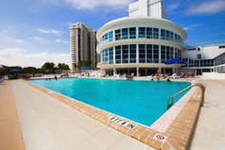 STUDIOS ON THE BEACH W/PARKING - Miami Beach - Apartment