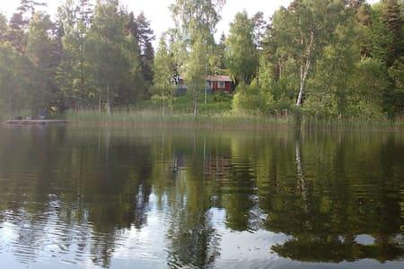 Fridfullt vid sjö,60 min från sthlm - House