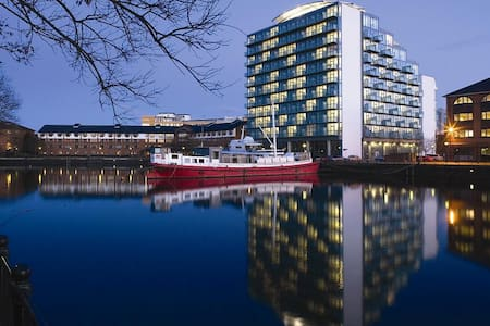 Stunning 5th Floor Quayside Apartment Media CityUK - Pis