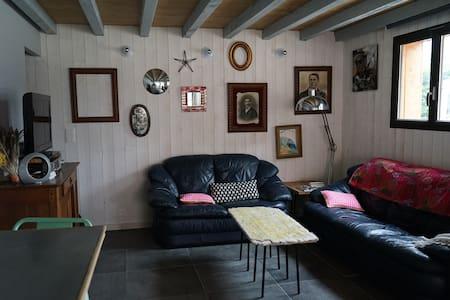 villa neuve 5/6 p plage à 400m - House