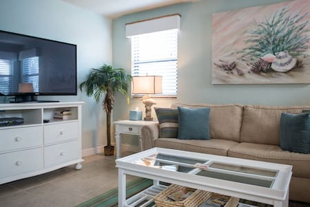 "CATCH THE ""SEABREEZE"" & SUN IN THIS CHARMING CONDO - Társasház"
