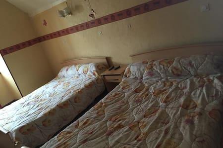 Chambre familialle 4 personnes - Apartment