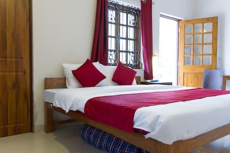 Casa del Sera Luxury Rooms Close to Candolim Beach - Bed & Breakfast