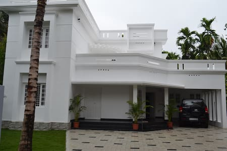 Executive Room Near Cochin International Airport - Vila