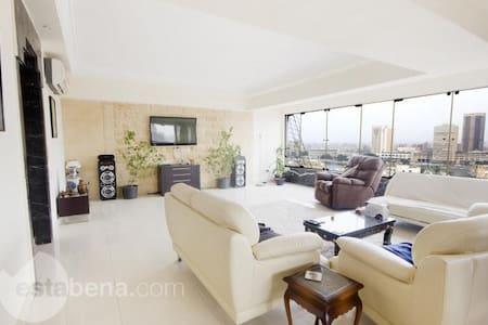 Luxurious 2 BDR apartment in heart of Zamalek - Cairo - Apartment
