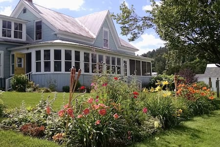 Craftsbury Farmhouse-Teal Room - House