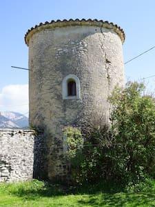 Gite ecologique  le pigeonnier - Maan sisään rakennettu talo