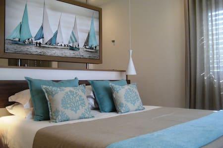 Aquaria luxury beachfront Apartment - Wohnung