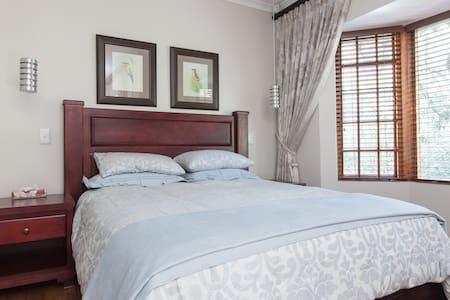 Tranquil Garden Suites - Hus