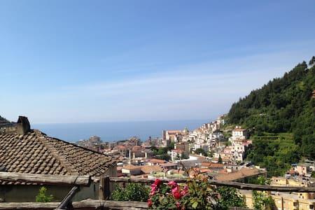 Vista mare, terrazza privata e WiFi - Maiori