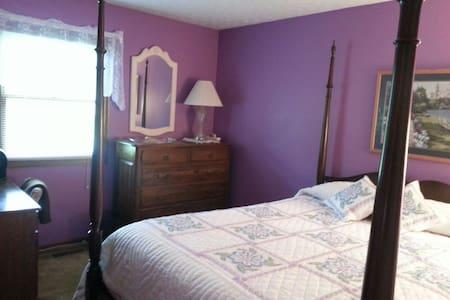 The queen bed guestroom - Casa