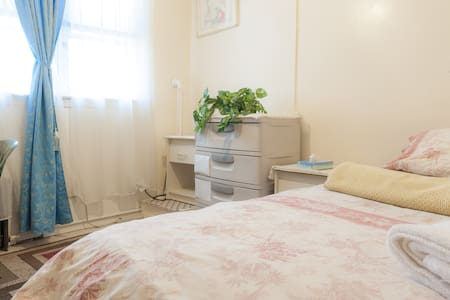 Sunny Private Room - Bronx - House