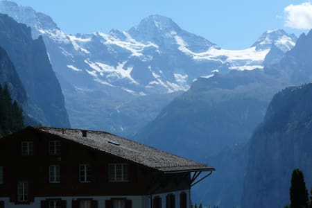Balcony room with mountainview - Lauterbrunnen - Bed & Breakfast