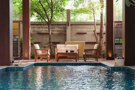Modern Thai Style Private PoolVilla - Bangkok - Villa