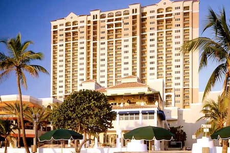 GORGEOUS BEACHFRONT TIMESHARE!! - Lejlighed