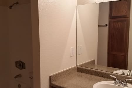 Unfurnished Bedroom, Full Bathroom - Phoenix - Apartment