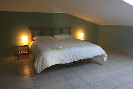 Intero appartamento mansardato a Caselle Torinese - Caselle Torinese