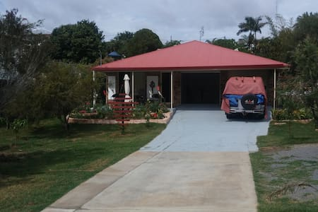 Private Room, Queen bed, Mod. house - Gympie