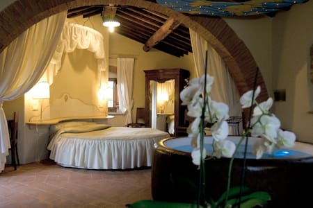 Tuscany gateway - suite with spa - Bed & Breakfast