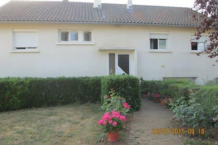 maison individuelle avec jardin - House