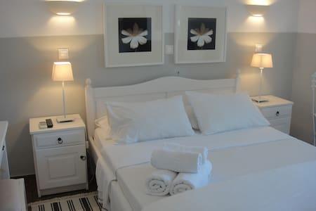 Paradisos b&b garden  view room 9 - Agii Pantes - Bed & Breakfast
