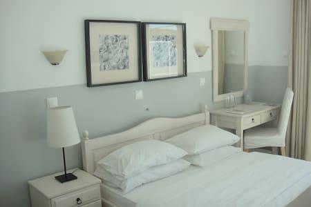 Paradisos b&b Sea view room 1 - Άγιοι Πάντες - Bed & Breakfast