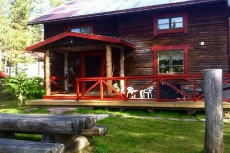 Vackert beläget timmerhus vid Venjans sjön - Zomerhuis/Cottage