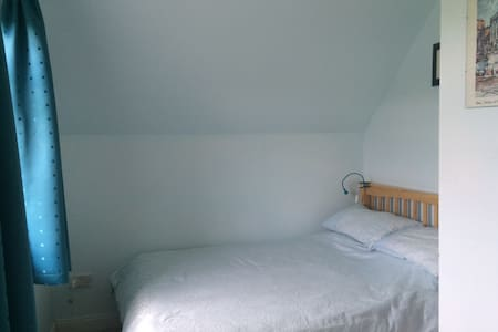 Bright airy double room (1) - Kilkenny - House