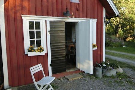Ringsholm - cosy farm house 6 km from lake Åsnen - Hus
