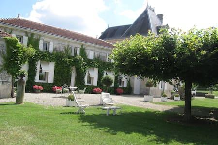 Logis de la grande Motte - Saint-Dizant-du-Gua - Hus