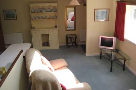 Self contained flat in rural Wilts - Longbridge Deverill