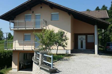Großzügiges Ferienhaus mit Garage - Gornja Koprivna - Hus