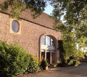 13th Century Converted Barn - Hus