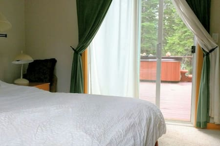 Private 1 br/bath amongst the trees
