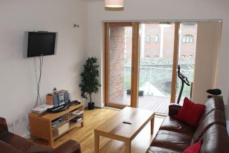 Modern 2 bed 2 Bath Trinity College