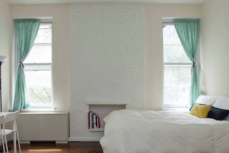 Cute UWS Studio Near Central Park