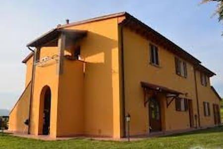 APARTMENT IN TUSCANY HILLTOP VILLA - Orciano Pisano - Apartamento
